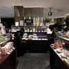 デパ地下の楽しみ。専業主婦は全国銘菓のセレクトショップで美味しいものを探す。