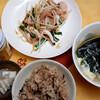 朝食:タコとハムともやしとニラと…。