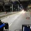 深夜0時過ぎでも、ノースパタヤロードの10バーツ路線ソンテウに乗車