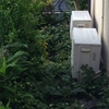 梅雨前線接近中、関東甲信地方つゆ入り!?エアコン室外機まわりの草取りするのだ。