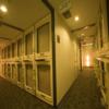 最近のカプセルホテルの快適性は素晴らしいが、やはり耳栓は必須