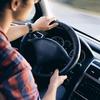 あおり運転の被害にあった時に通報する場合、運転中はこうするのが◎