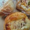 金沢市粟崎町にあるりあんで、クリームパン、じゃがベーコン、竹輪パン。