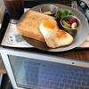 カフェでモーニングセットを食べながらのカウンセリング