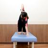 【おうちで簡単トレーニング04】正しいひねりを作るために「肩甲骨・みぞおちの上」をひねる!