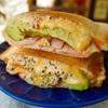 【レシピ】ベーコンとアボカドのチーズホットサンド