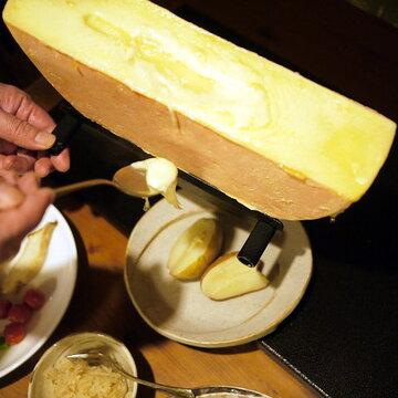 『銀の匙 Silver Spoon』(荒川弘)憧れのラクレットオーブンでラクレットチーズを焼いてみた【マンガ食堂それどこ店 4品目】