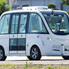 歩行者がいる道路で自動運転バス ソフトバンク子会社が実証実験