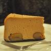 四谷三丁目の「猫廼舎」でケニア、栗のチーズケーキ。