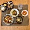 焼き鳥丼、野菜のおひたし、昨日の味噌汁、(キムチ)