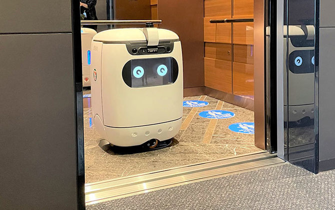 Meet the Robots of Smart City Takeshiba, Part 2: A Self-driving Robot that Delivers 7-ELEVEN Snacks and Drinks to Employees