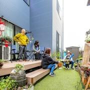 3世帯が心地よい距離感で好きなことを楽しむ3階建て住宅