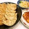 餃子とか (餃子の王将)、 かけうどん(並) (丸亀製麺)