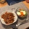 カレーライス、トマトとアボカドのサラダとゆで卵