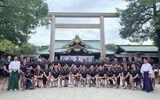 英国軍ラグビーチームの靖国神社記念写真:「駐日英国大使が神社訪問禁止」はフェイク
