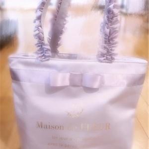 Maison de FLEUR 綺麗なラベンダー色フリルバッグ