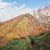 紅葉の小朝日岳を眺めながら下る