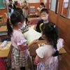 2年生:音読「ふきのとう」 練習、発表を見る
