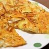 簡単・節約レシピ!おつまみにもおススメ「じゃがいもともやしのチーズガレット」