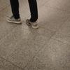 12/5発売  ADIDAS  YEEZY BOOST 350 V2  CORE BLACK / SOLAR RED【おまけ 街で見掛けたイージー ブースト 1st】