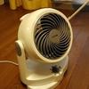部屋干しのポイントは空気の通り道と湿度。サーキュレーターを活用しましょう。