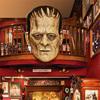 "Miaで開催される""ギレルモ・デル・トロ""驚愕所蔵コレクション展覧会、『Guillmero Del Toro: At Home With Monsters(ギレルモ・デル・トロ: アット・ホーム・ウィズ・モンスターズ)』。"