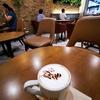 夕方のカフェラテ、二日酔いで人生の3%?を無駄に過ごしています。