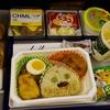 【子連れ香港旅行記03】羽田発香港行き(NH821便)、大人と子供の機内食。チャイルドミールはコアラのマーチ付き!