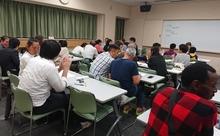自ら立ち上げた日本語教室で学習者に笑顔を
