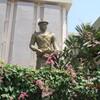 ビルマ・マンダレー特急旅行(60)博物館裏での木陰の昼食。