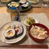恵方巻(カット…)大根と揚げと豚肉の味噌汁、きゅうりとちくわの梅おかか