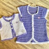ばぁばからの贈り物。かぎ編みで編んだ小さなベスト