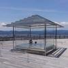 暑いときのオアシスになるガラスの茶室