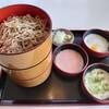 石川県羽咋市柳田町にあるあら鵜で、三色とろろのそば快楽。その後、気多大社へ。