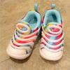 「虹の靴がいいの。」: Nikeのダイナモ フリー
