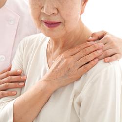 高齢者を虐待から守る「緊急一時保護」を知っておこう