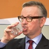 イギリスの次期首相候補の水の飲み方がとても特徴的で忘れられない