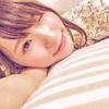 天使もえ がベッドで幸せそうに寝そべる…