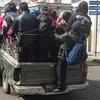 グアテマラのネタ写真「車の荷台に一体何人乗っとんねん?!」