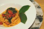 【絶品パスタレシピ】モロヘイヤと干しエビのトマトソースパスタの作り方