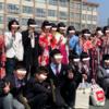 卒業式の袴姿、小学生に於いて賛否両論