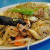 豊洲の「やじ満」で肉野菜炒め、シューマイ。