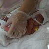 【NICU】修正32週。生後16日目、初めての抱っことオムツ交換。息子の軽さと重さを噛みしめる。