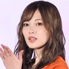 乃木坂46白石麻衣 ガルアワでグレーの透け感ワンピ投げキス!
