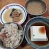 鯖と大根の煮つけと湯豆腐と炊き込みご飯