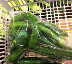 ★スーパーでキュウリを買う