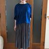 イロチ買いする人が続出!洗濯機で洗えるサテンのプリーツスカートは上品さが魅力