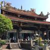 台北最古の極彩色の寺院「龍山寺」で参拝
