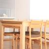 大きなサイズのダイニングテーブルが彩る家族の団らん