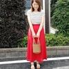 赤のロングスカートとボーダーニットで大人カジュアルなコーディネートにしてみました✨